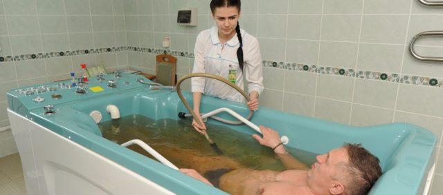 Выполнение подводных массажных процедур