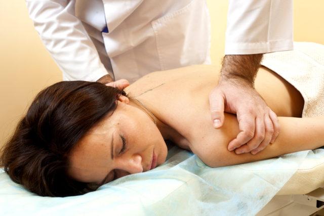 Выполнение мануальной терапии