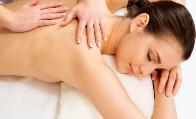 Общий массаж растирание