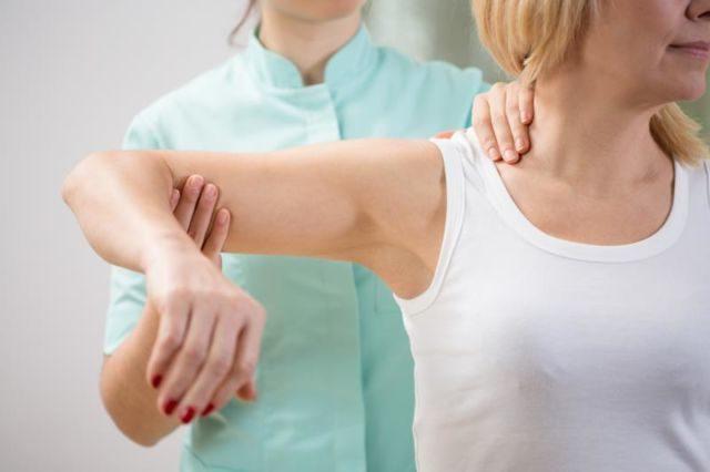Массаж руки после перелома плеча