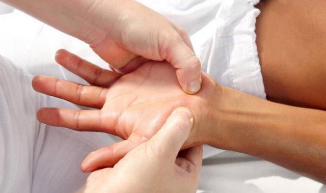 Массаж руки после перелома запястья