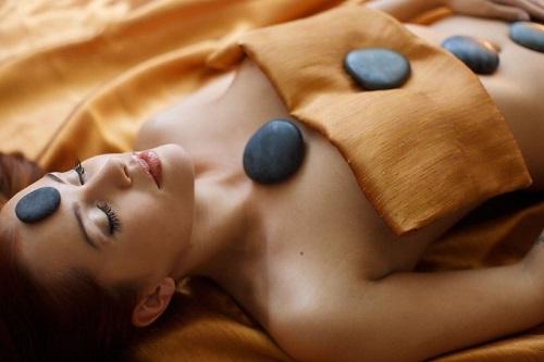 Горячий массаж камнями