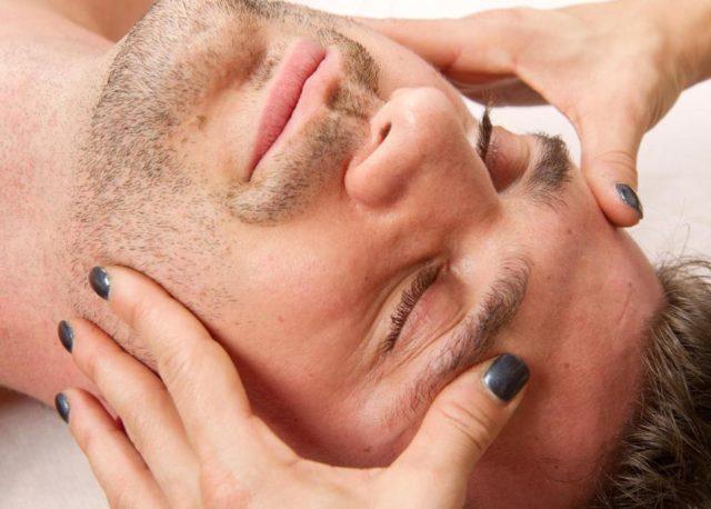 Сеанс массажа при неврите